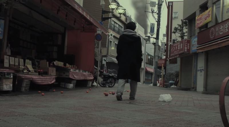 【動画】ゾンビだらけの世界でなぜか一人だけ襲われない女性を描くショートフィルム『Deads』が面白い!