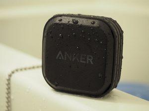 【レビュー】お風呂スマホが捗る!3,000円以下で買えるAnkerの防水Bluetoothスピーカー!【SoundCoreSport】